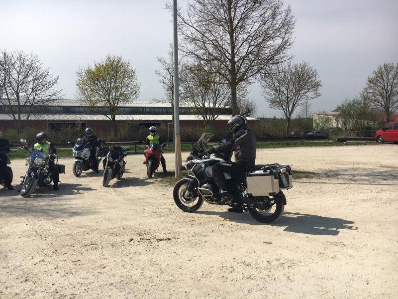 Motorrad-Sicherheitstraining, Kurventraining, Bremstraining